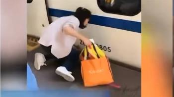 驚險瞬間!老媽忙滑手機 女童卡進月台縫隙