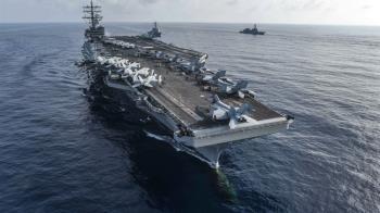 驚!美軍直升機墜落雷根號航母甲板 造成數人受傷