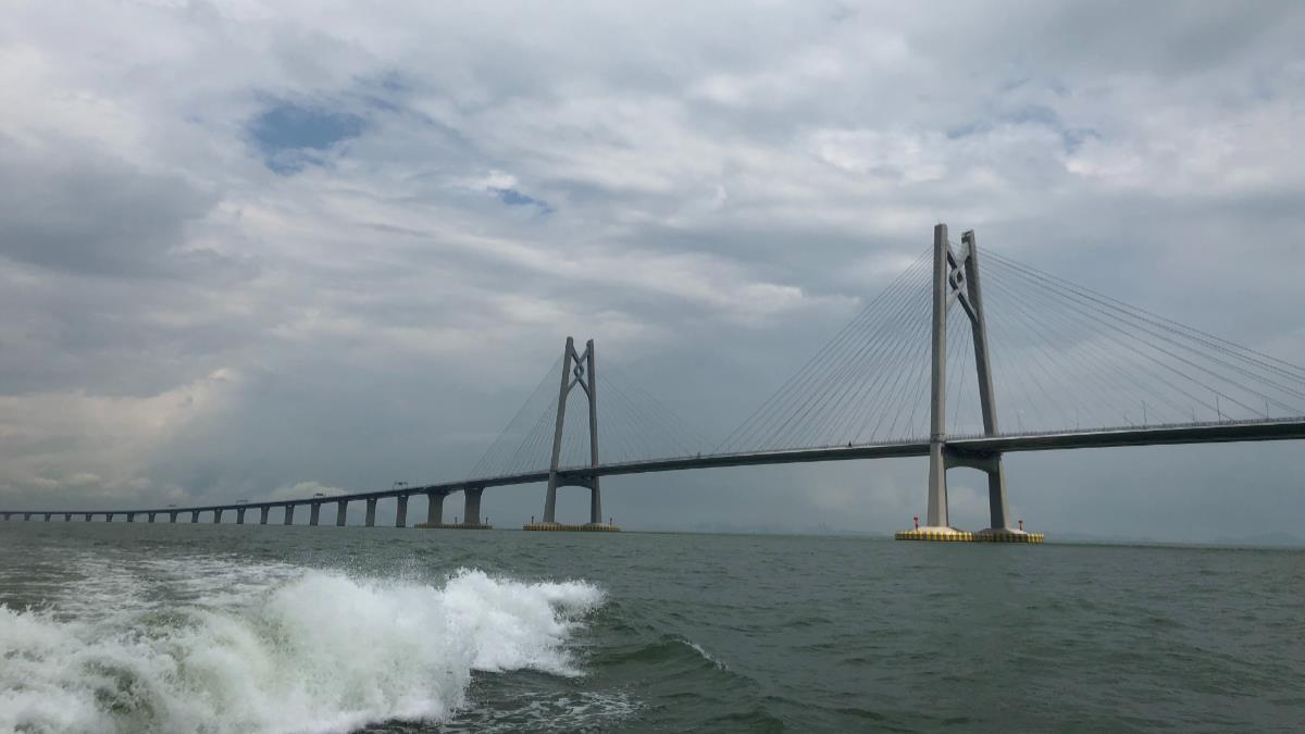 港珠澳大橋24日正式通車營運
