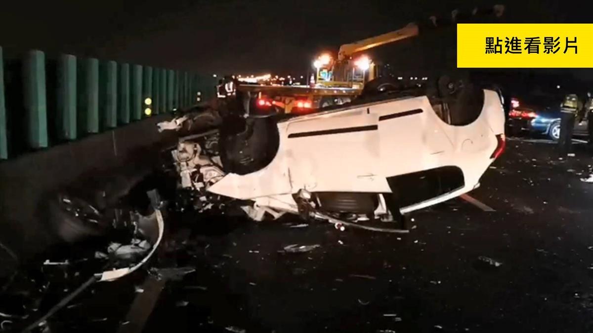 180度翻覆!3車連環撞 女噴飛國道…女童壓車底慘死