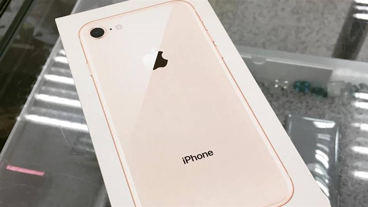 媽咬牙存錢買iPhone給兒…原因超辛酸!店員堅持不賣