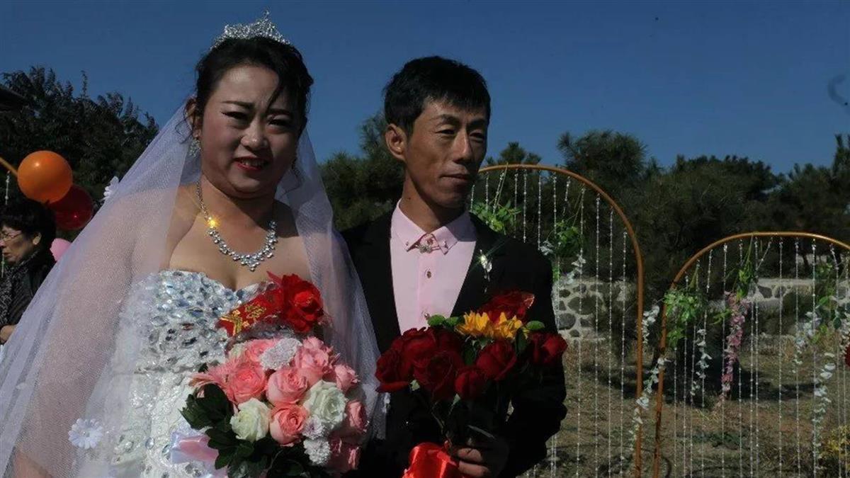 打破禁忌!這對新人在墓地辦婚禮 原因曝光