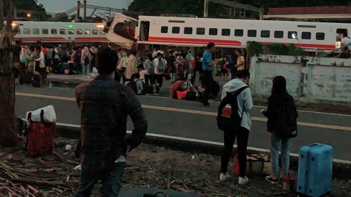 普悠瑪出軌  車上乘客:列車劇烈搖晃