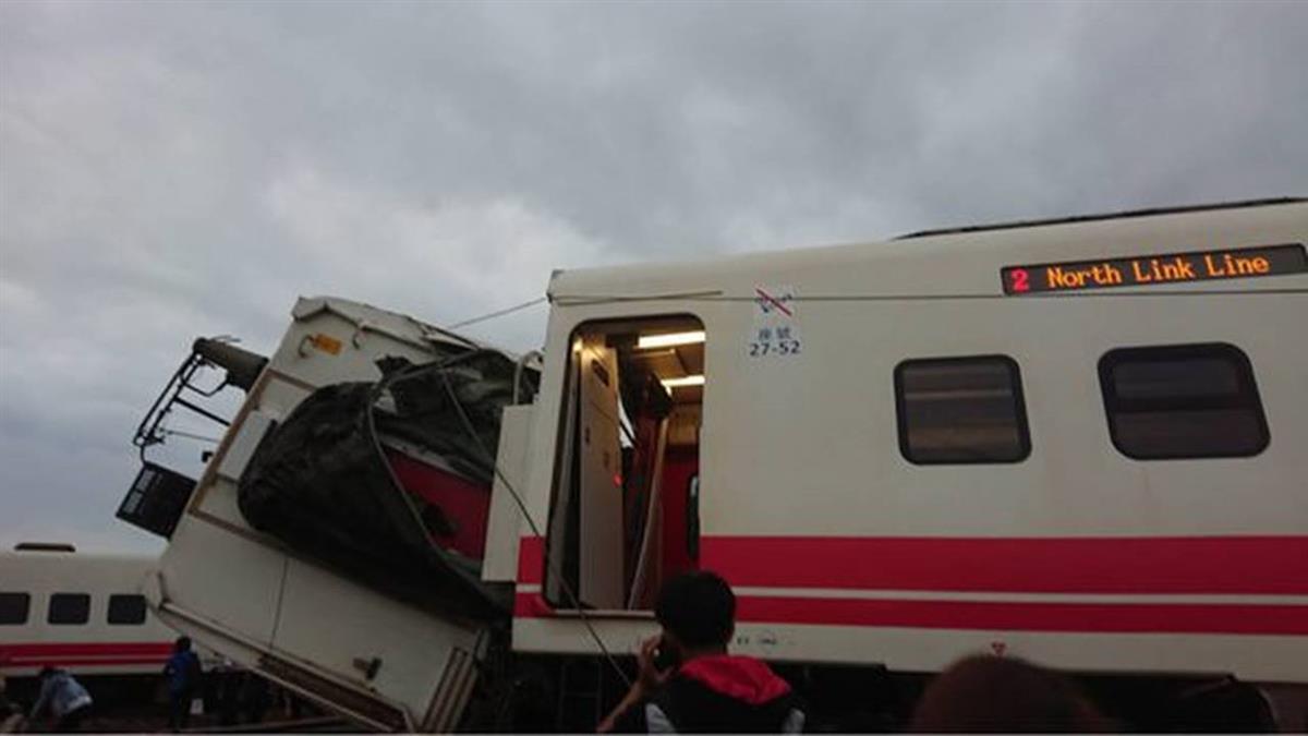 台鐵普悠瑪出軌 總統指示相關部門全力搶救