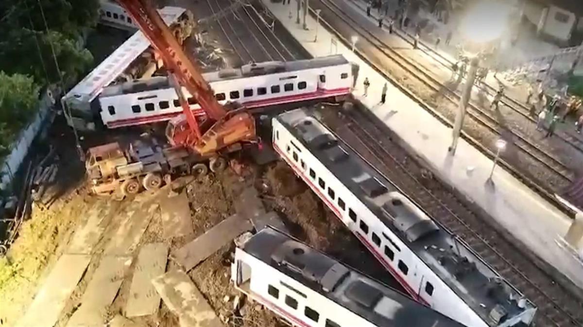 普悠瑪列車事故 師生導遊及船長18人罹難