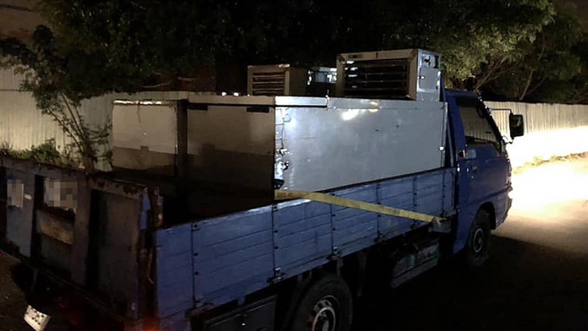 5貨車連夜奔100多KM!他送10冰櫃「哪需要我就在那」
