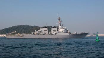 美兩軍艦通過台海 美官員:中方多艘艦艇尾隨