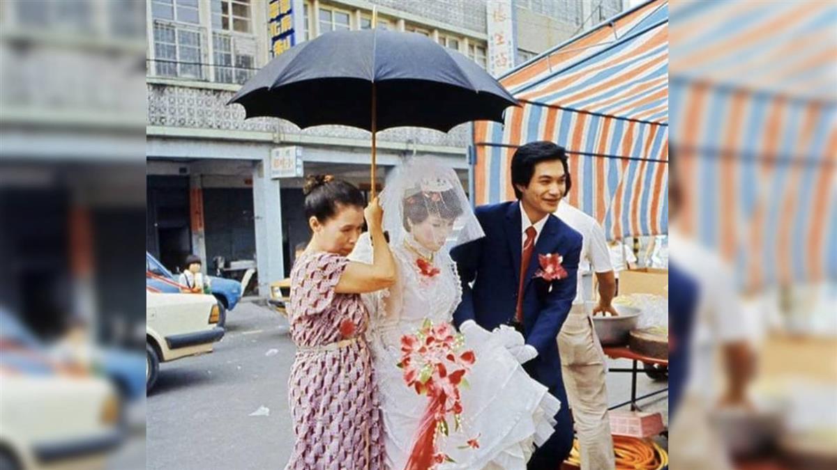 撐黑傘代表新娘懷孕?南北習俗不同? 網友揭真相