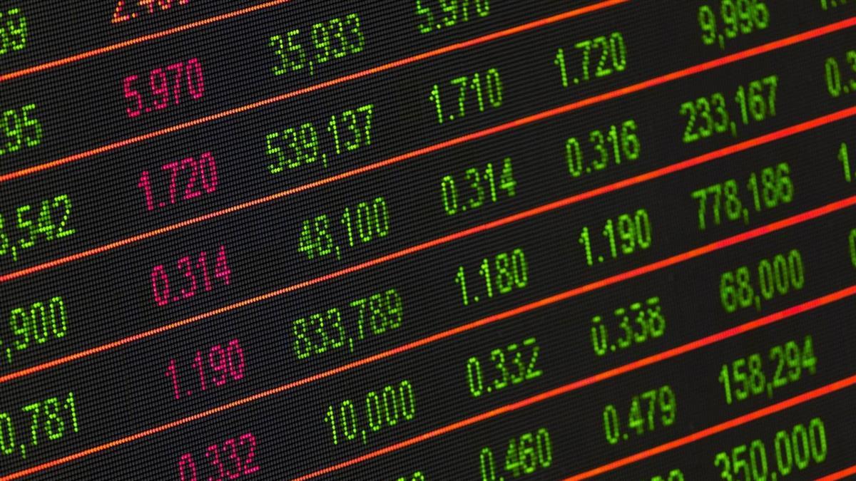 類股齊跌 指數跌百餘點力守9800點