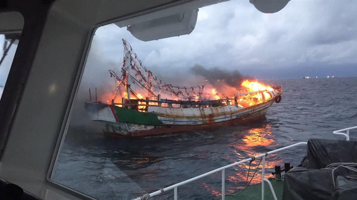 漁船起火一度危急 所幸友船馳援9人獲救