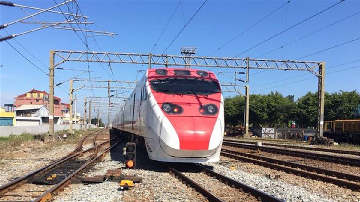 台鐵60小時搶修 清晨5:54恢復雙線通車
