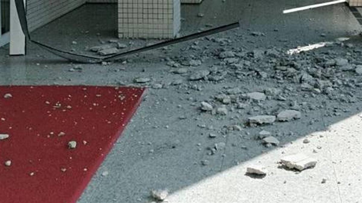 警署長辦公大樓天花板坍塌 險砸中進出高階警官