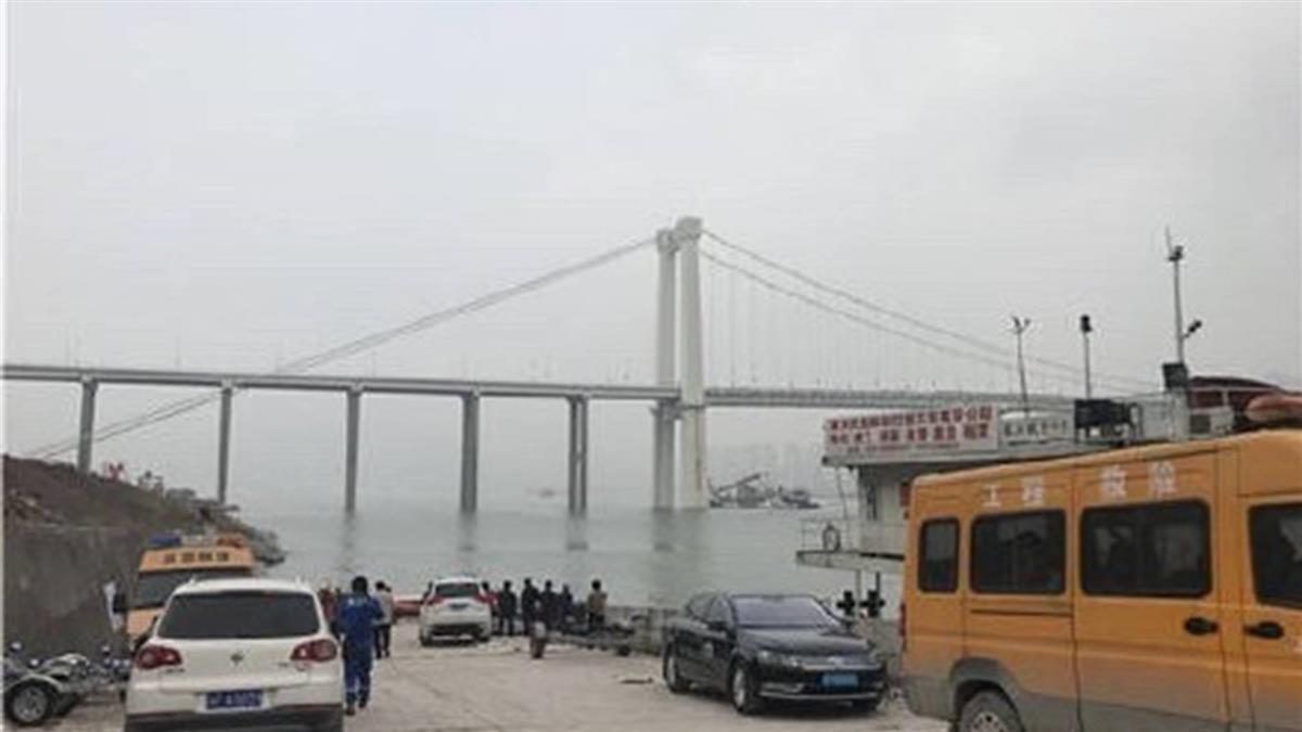 重慶公車墜江影片曝光 司機遭爆K歌到清晨