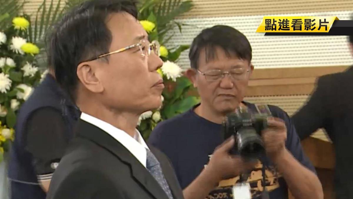 新任台鐵局長張政源 普悠瑪翻車罹難者靈堂上香
