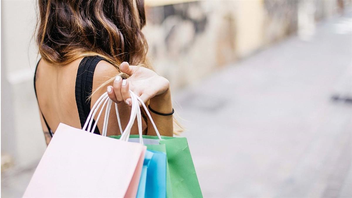 週年慶花3萬買保養品 遭男友罵哭逼退貨…她秒分手
