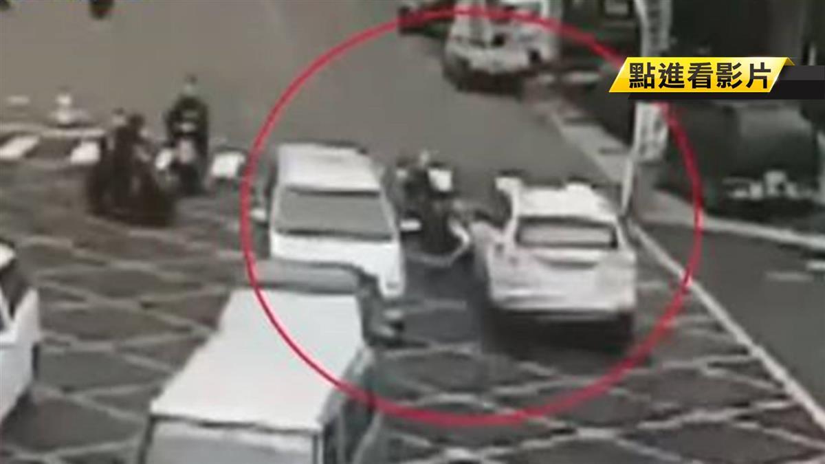 祖孫女雙載 遭車高速衝撞摔飛 !驚險5秒曝光