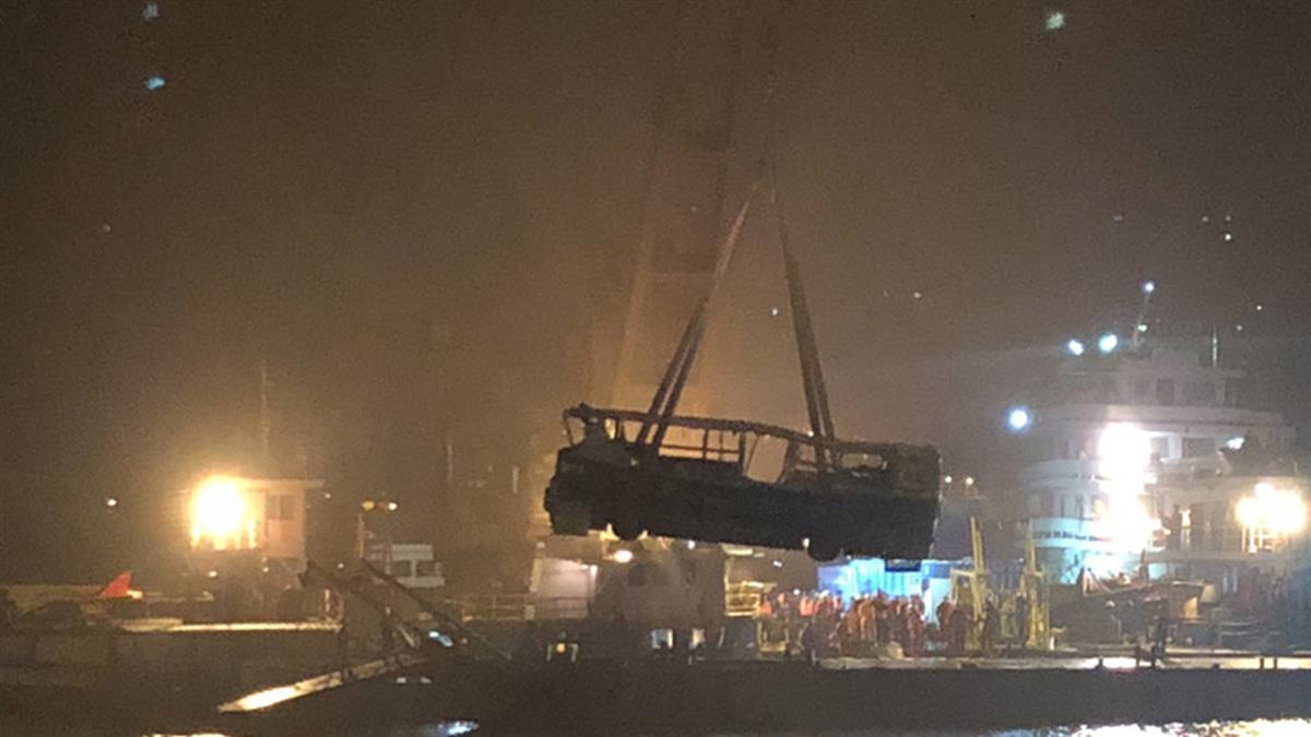 真相大白!重慶公車墜江15死 大媽坐過站與司機互毆
