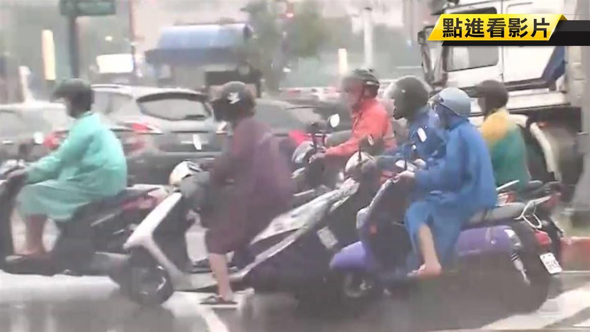 斗篷式雨衣釀禍捲車底 乘客拋飛重摔倒地