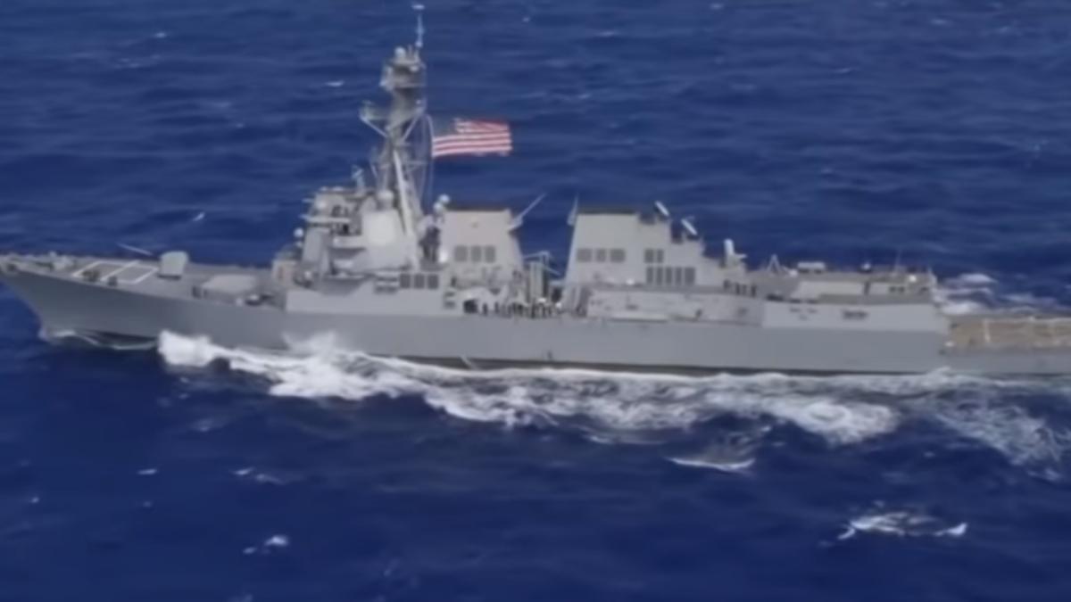 美軍艦穿越海峽 中方艦艇全程盯