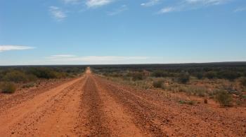 開車旅遊半路拋錨 4人徒步4.5公里…竟被活活曬死!