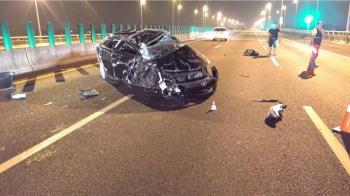 國道3號自小客追撞大貨車 駕駛拋出車外命危