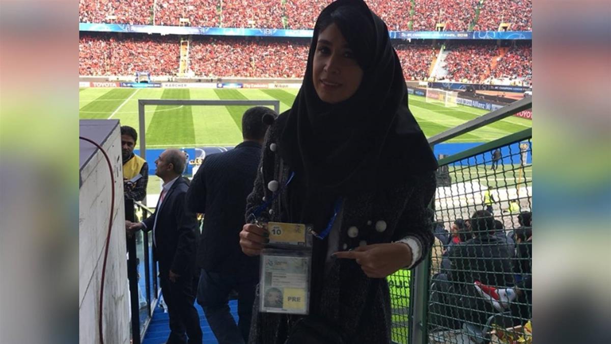 首入體育館報導球賽 伊朗女記者:美夢成真