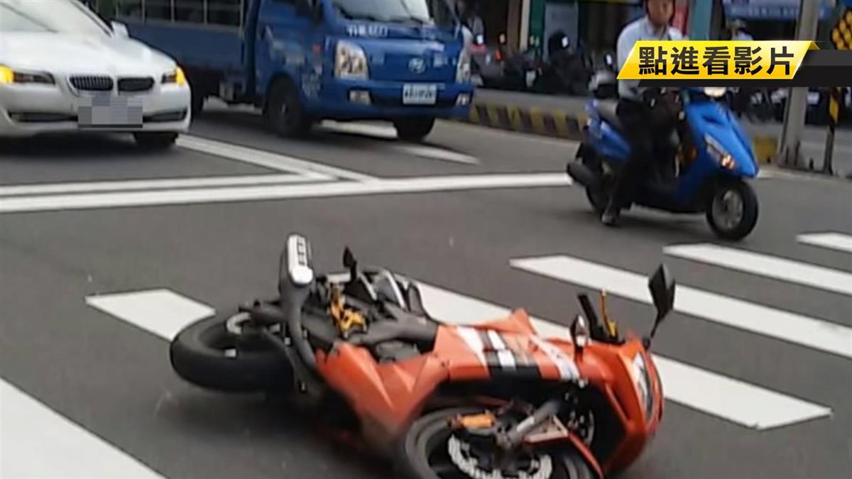 砰!後方車輛想搶黃燈 意外追撞前車