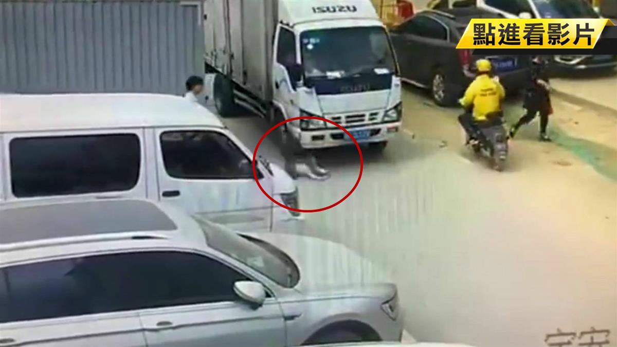 粗心媽「鬆手3秒」!目睹2歲兒衝馬路遭輾慘死