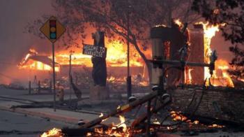 加州野火南北夾擊44死 5100多名消防員打火