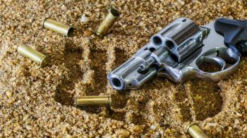 美籍旅客攜百發子彈離境  航警安檢攔截