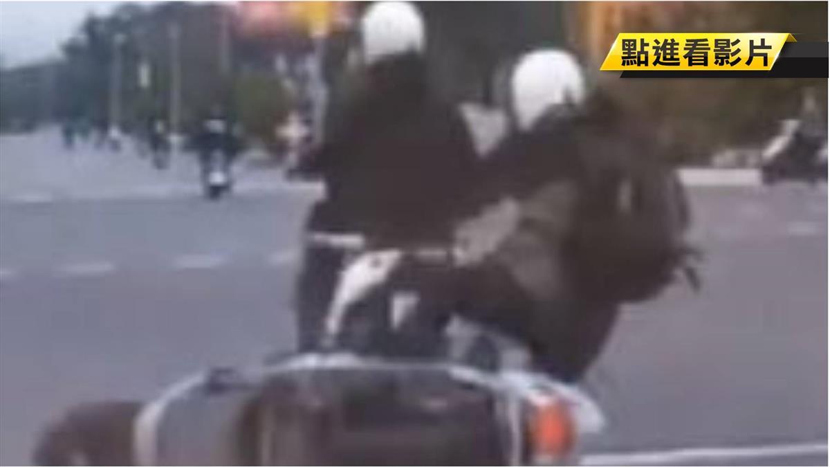 路上險況多!騎士超車擦撞 倒地腳朝天