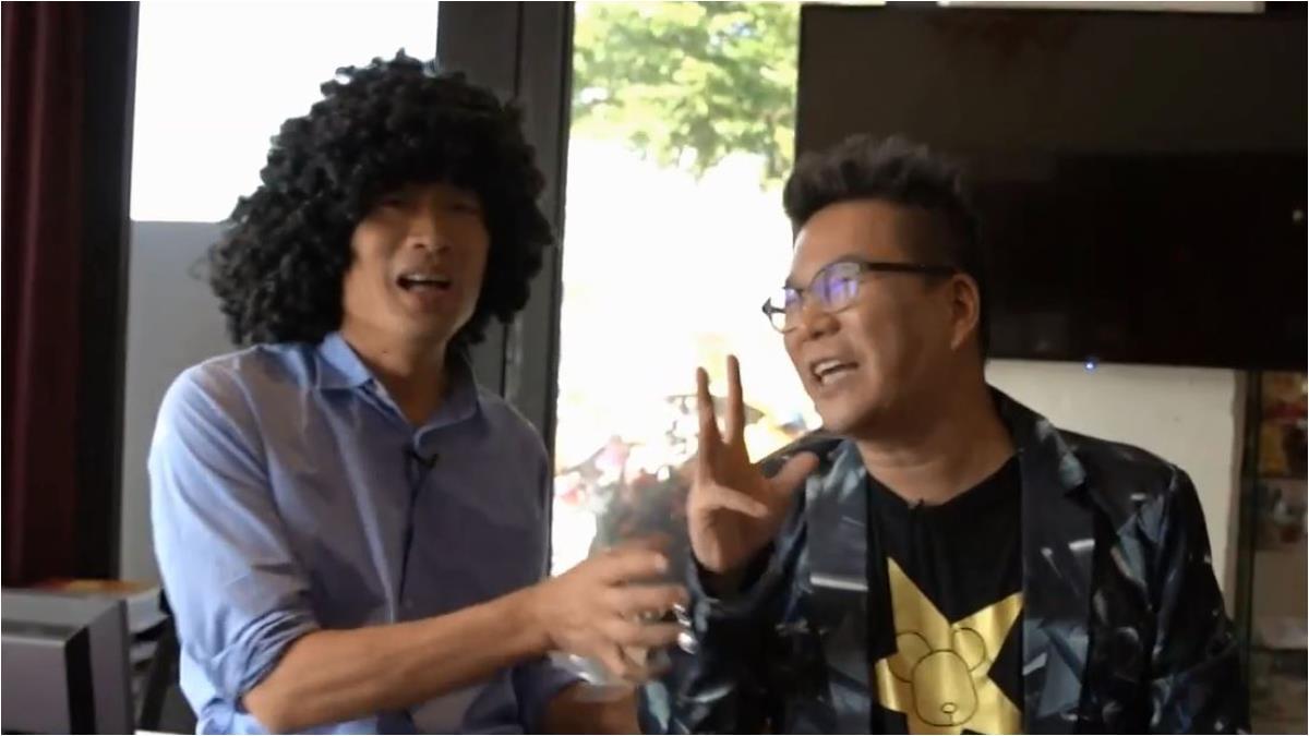 韓國瑜周末合體「荒謬大師」 齊唱雙人枕頭