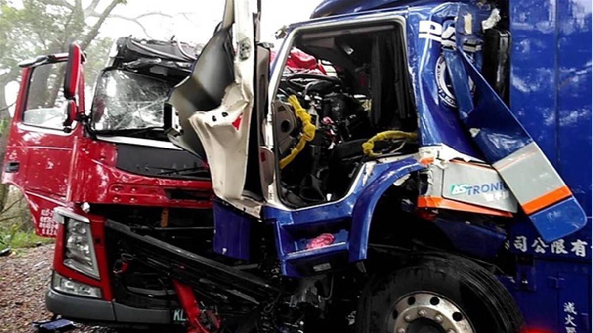 北宜公路2輛大貨車對撞 3人送醫