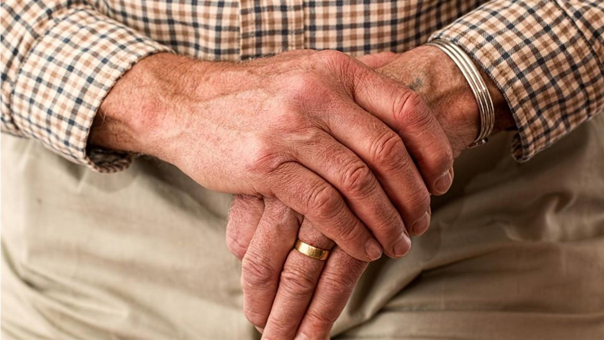 研究:老人家藥吃愈多 失智骨折風險增