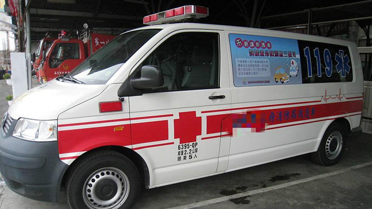 救護車路口停下…他以為是「禮讓」!點頭謝謝秒通過