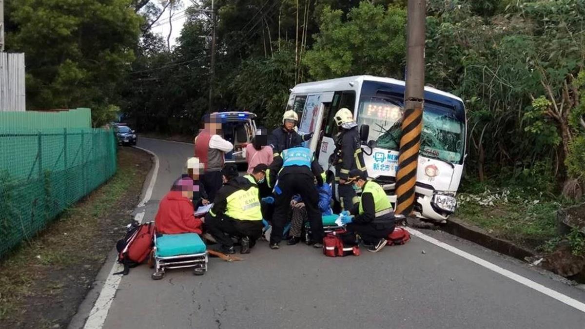 淡水公車自撞電線桿  6乘客受傷送醫