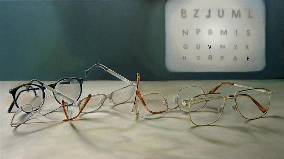 忘帶眼鏡…「3根指頭」一招解決!網驚:800度也可以