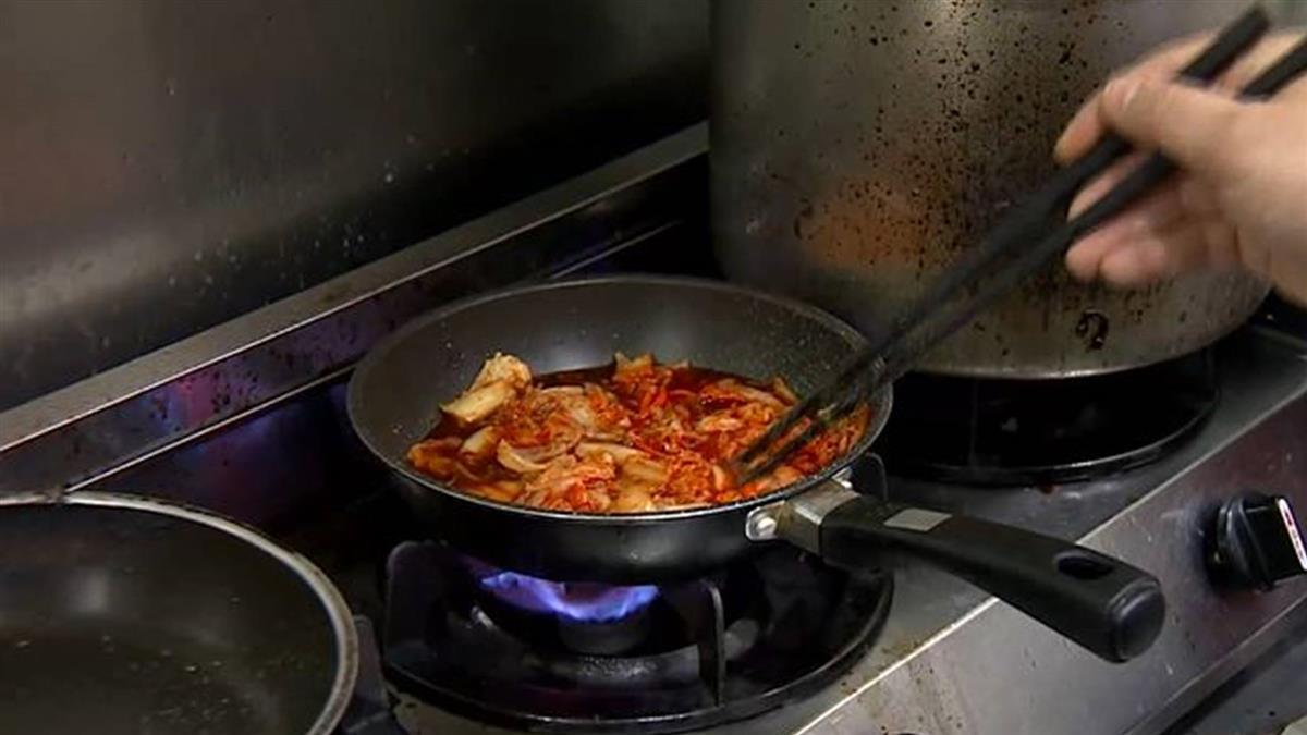 「韓國魚丼飯」泡菜加竹筴魚 蜂蜜檸檬直接用唱的