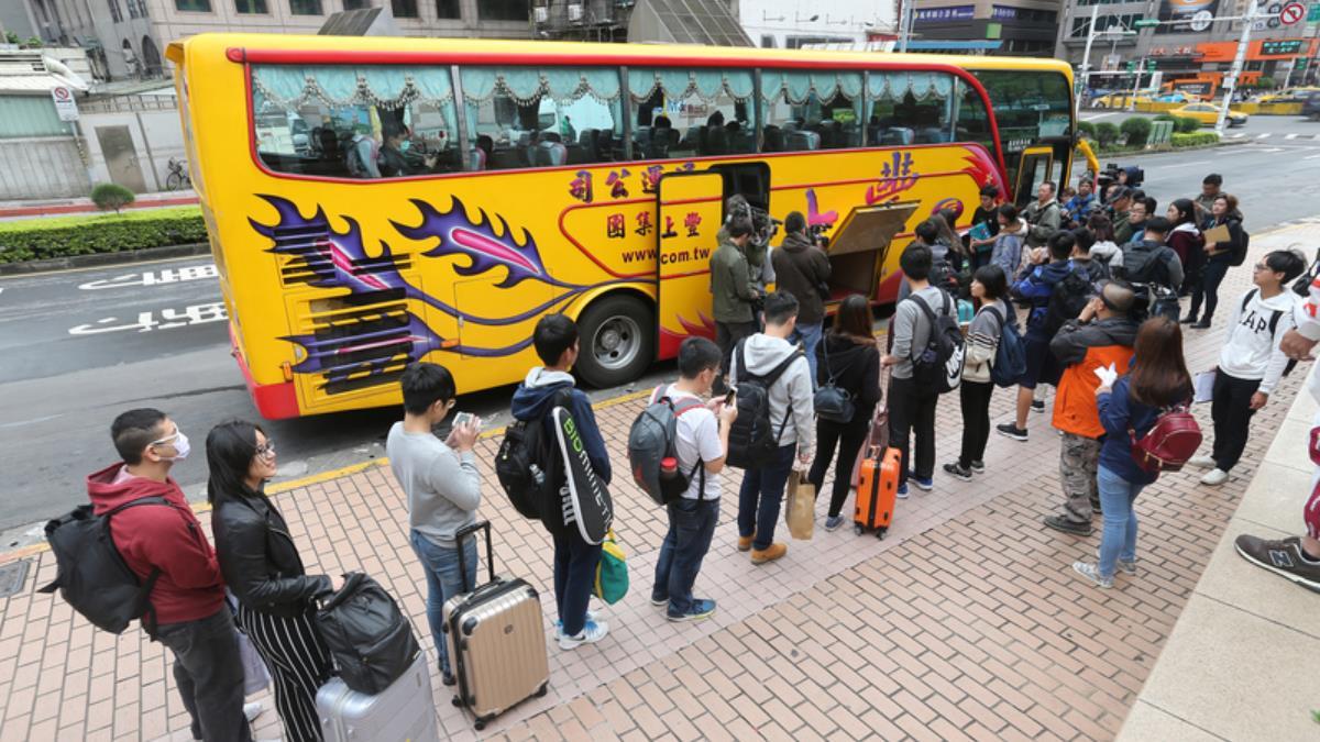 青年民主返鄉列車 2500人受惠