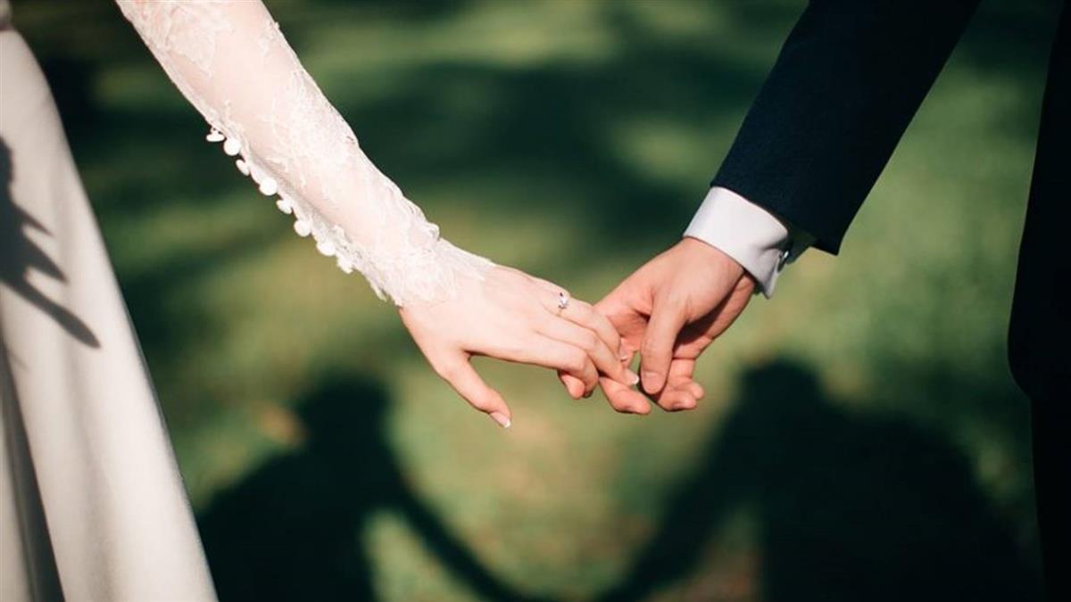 男網戀2周就閃婚 24歲「嫩妻」比他大17歲…下場超慘