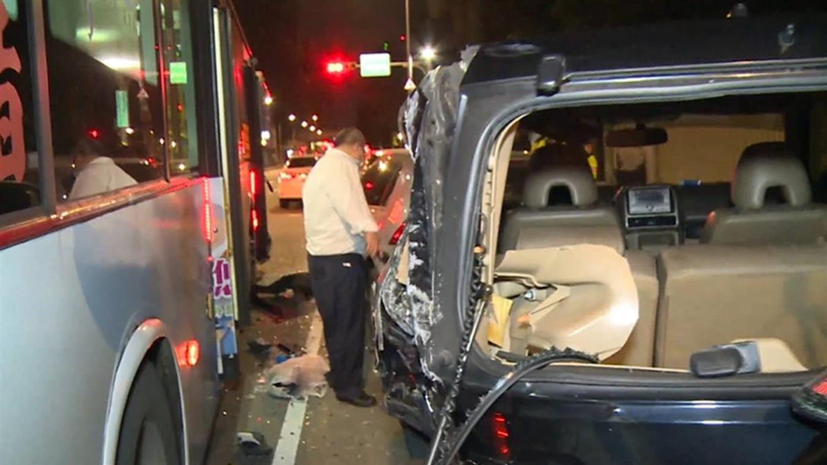 公車駕駛疑疲駕釀禍 路邊3車無辜遭撞