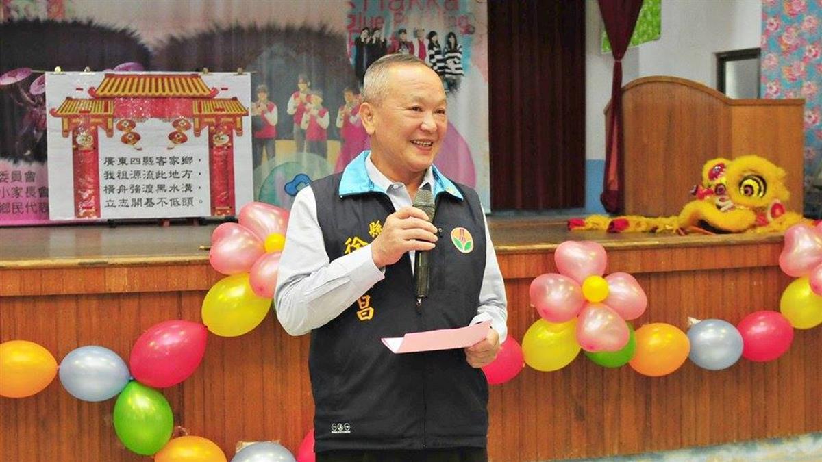 徐耀昌自行宣布當選苗栗縣長 激動當眾吻妻