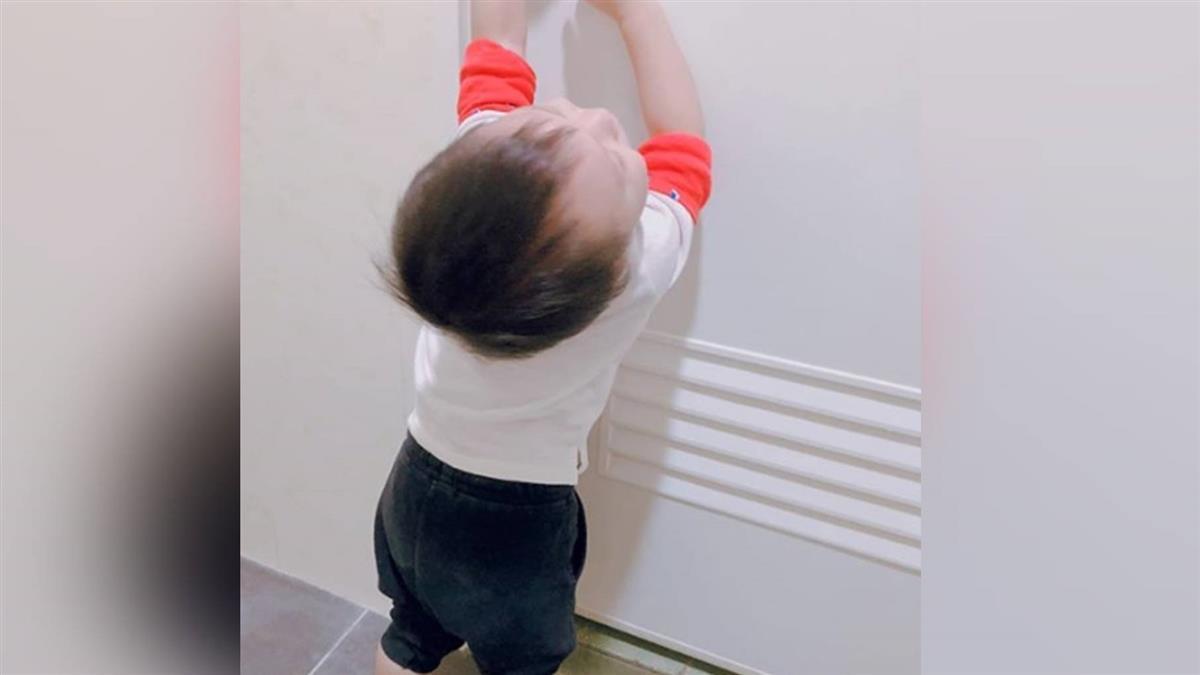 哭求跟進廁所…被「賽」味嚇死 狂抓門把:放我出去