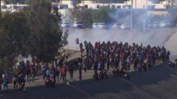 移民不畏催淚瓦斯往前衝 墨國逮人遣返回國