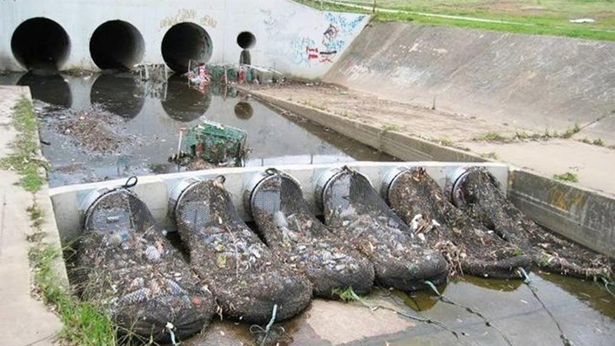 攔截河口300公斤垃圾 巨型網救海洋!網讚:台該跟進