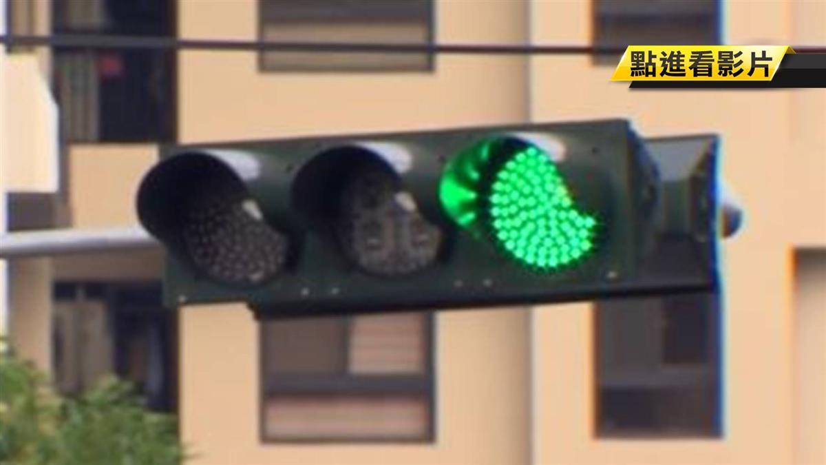 禮讓公車…綠燈1秒變紅燈!他慘收紅單氣炸控警