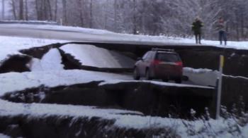 強震重創安克拉治基礎設施 海嘯預警解除