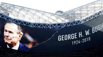 美降半旗舉行悼念活動 送老布希最後一程