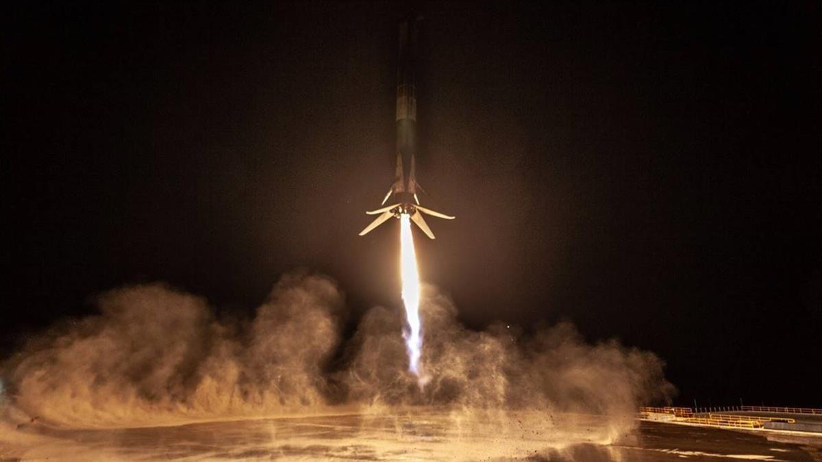 SpaceX火箭載100人骨灰!花7萬7就可「太空葬」