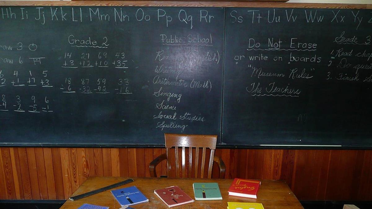 推動雙語 部分科目擬用英語上課